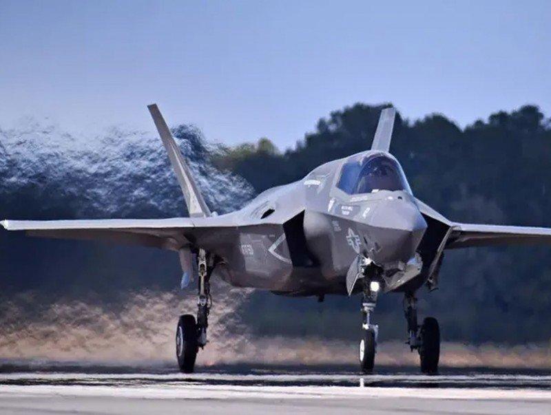 Япон улс АНУ-гаас байлдааны 105 онгоц худалдаж авна
