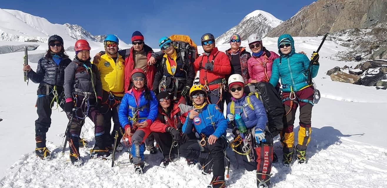 Хөгжлийн бэрхшээлтэй Залуу дугуйчин Ч.Мөнгөндалай 4074м өндөр Актру – Баш ууланд амжилттай авиралт хийгээд ирлээ