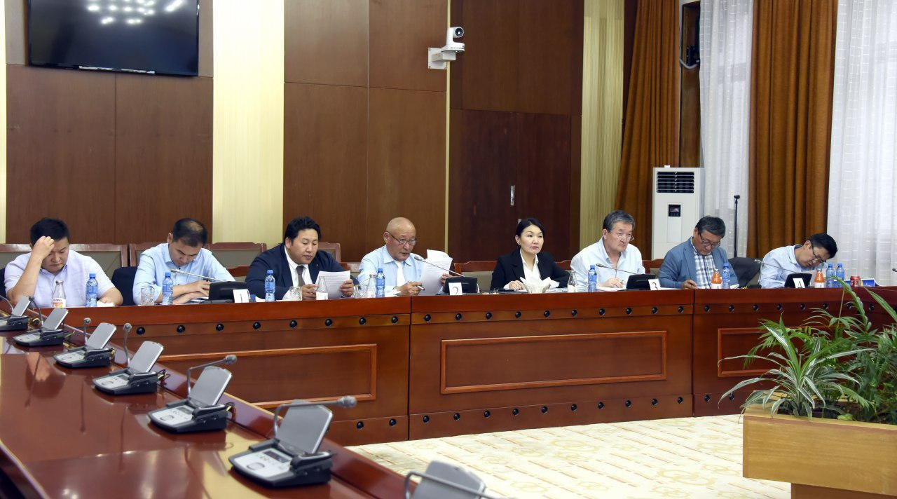 """ӨБХ: """"Ерөнхийлөгчөөр ТАВИН НАС хүрсэн, … , Монгол Улсын уугуул иргэнийг зургаан жилийн хугацаагаар зөвхөн нэг удаа сонгоно"""" гэж өөрчлөхийг дэмжлээ"""