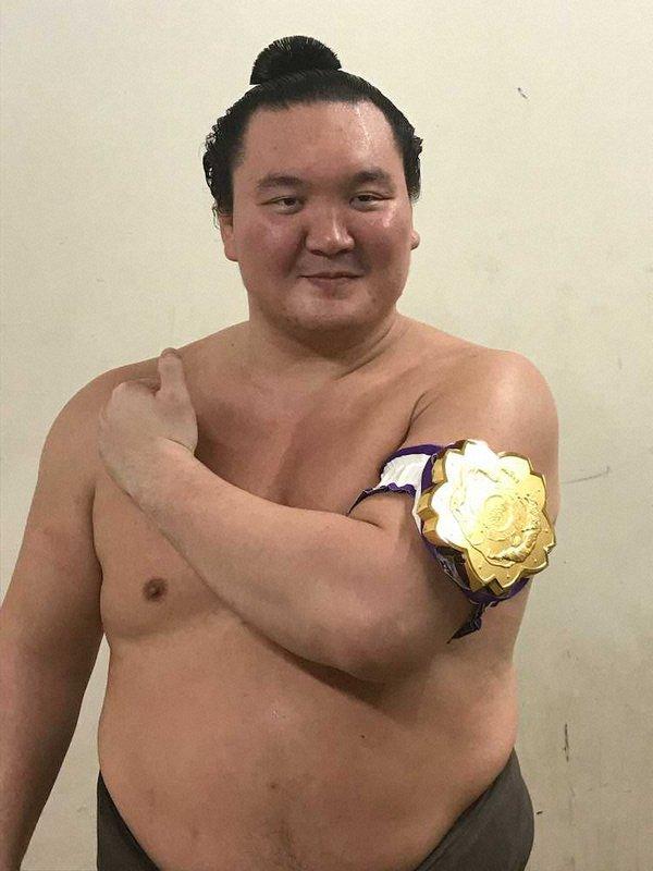 Их аварга Хакүхо Бүх Японы аварга боллоо