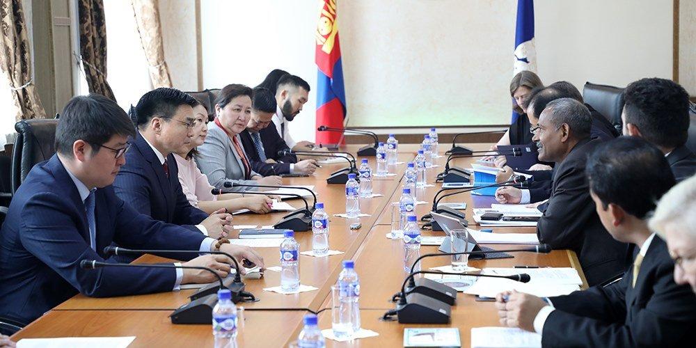 Хотын захирагч Азийн Хөгжлийн банкны удирдах зөвлөлийн гишүүдийг хүлээн авч уулзлаа