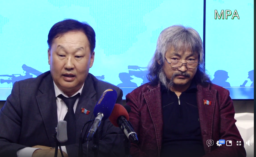 """""""Ардын эрхт түр хурлын төлөө"""" ТББ-аас Зөвлөлдөх санал асуулгын тухай хууль Үндсэн хууль зөрчсөн талаар мэдээлэл хийж байна"""