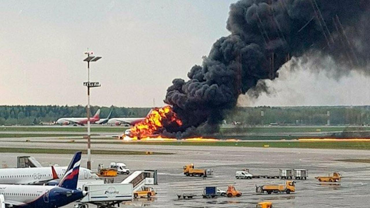 Москвад онгоц осолдож 41 хүн амь үрэгдлээ