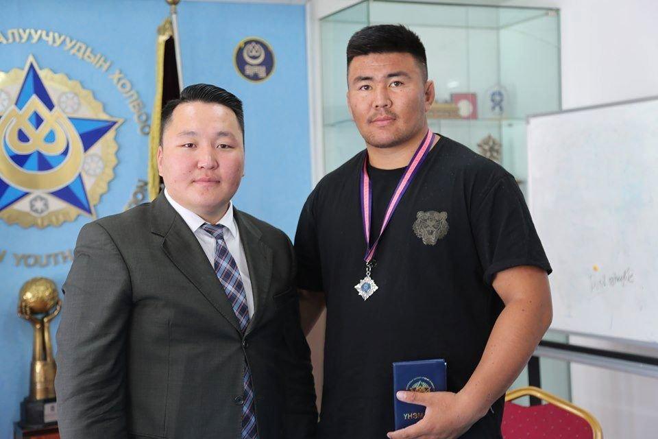 """Монгол улсын начин Б.Цэдэнсодномыг МЗХ-ны """"Эв нэгдлийн Мөнгөн Од""""-одонгоор шагналаа"""