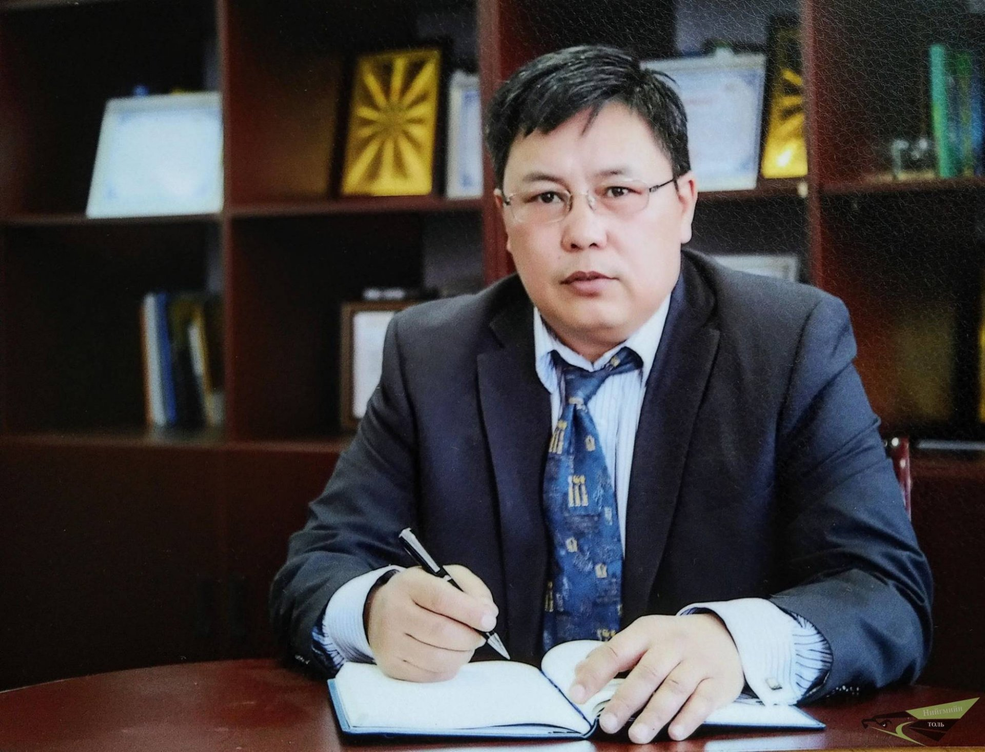 Л.Орхон: Монголын улс төрчид бусдын хоолыг булаадаг луйварчдын баг болчихсон