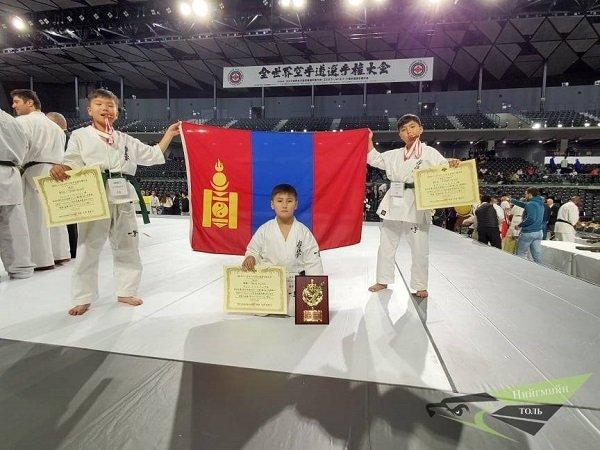 """""""World Elite Karate Championships"""" тэмцээнээс Н.Нэмүн алт, Н.Нэгүн, О.Одбаяр нар хүрэл медаль хүртлээ"""
