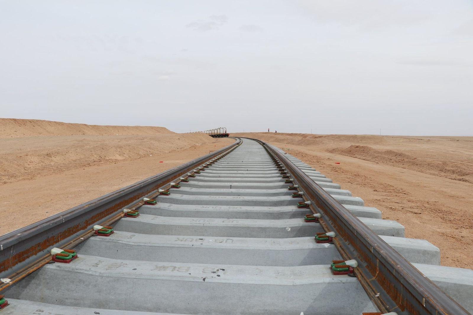 Тавантолгой-Зүүнбаян чиглэлийн эхний 43.5 километр төмөр замыг барьж дуусгажээ