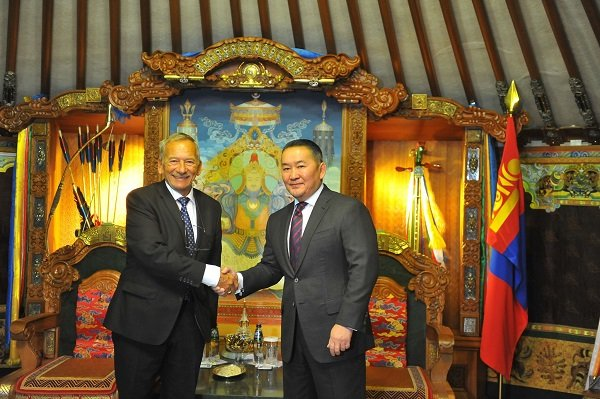 Бүгд Найрамдах Чех улсын Парламентын Сенатын танхимын Ерөнхийлөгч Ярослав Кубера Монгол Улсын Ерөнхийлөгч Х.Баттулгад бараалхлаа
