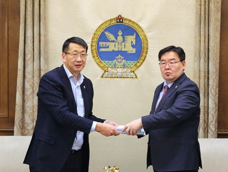 Монгол Улсын Ерөнхийлөгчийн болон Аймаг, нийслэл, сум, дүүргийн ИТХ-ын сонгуулийн тухай хуулиудын төслийг өргөн барилаа