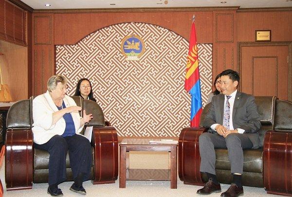 Монгол эрдэмтэд уур амьсгалын өөрчлөлтөөр судалгаа хийх боломжтойг илэрхийллээ