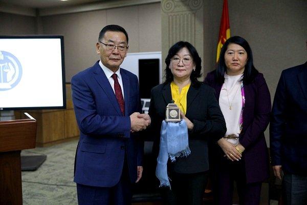 Монгол Улсын Ерөнхийлөгчийн зарлигийг Шүүхийн ерөнхий зөвлөлд танилцууллаа