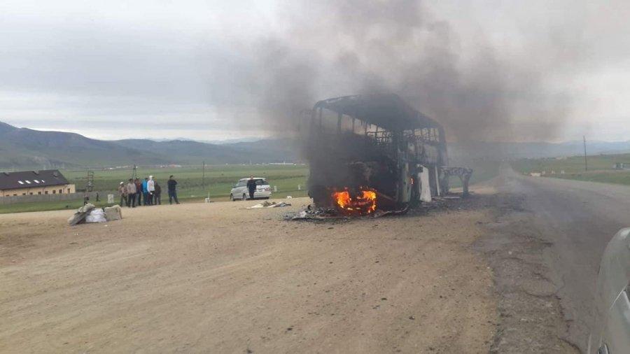 Ховд аймагт 35 зорчигчтой Daewoo автобус шатжээ