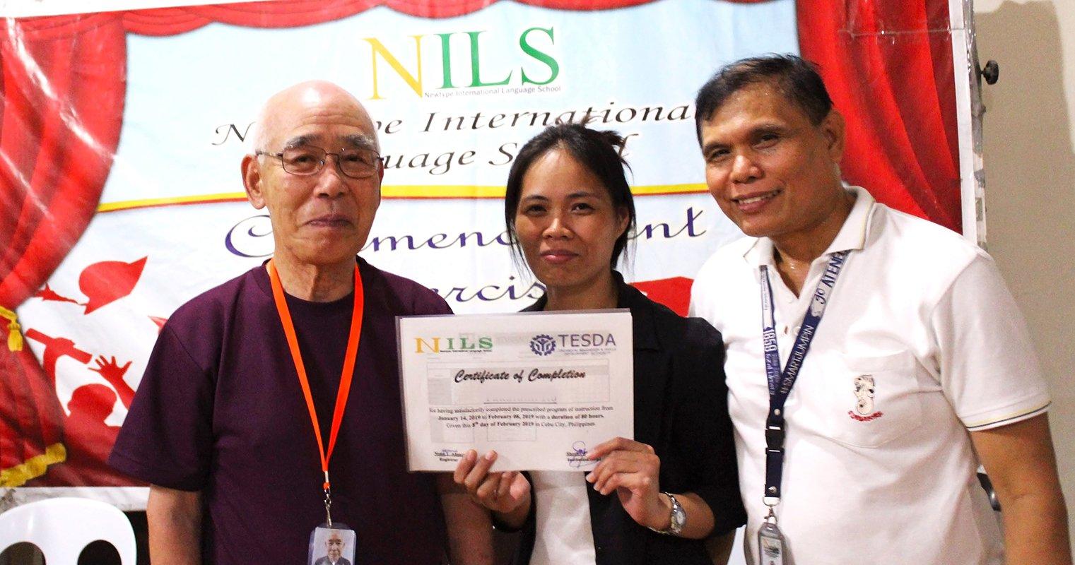 80 настай ахмад сурагчийн түүх. ABC үсгээс эхэлж Филиппин улсад англи хэлийг сурах нь миний амьдралын хамгийн тансаг мөчүүдийн нэг байсан.