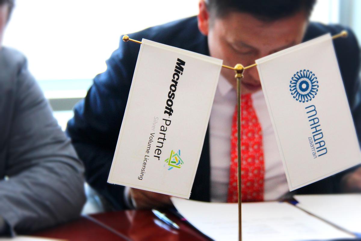 """""""Мандал Даатгал"""" ХХК салбартаа """"Microsoft"""" корпорацын програм хангамжуудыг албан ёсны лицензтэйгээр ашиглаж эхэлсэн анхны компани боллоо."""