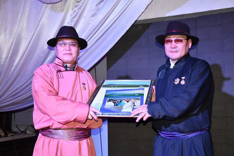 Нутгийн зөвлөлийн сар шинийн золголтыг Улаанбаатар хотноо зохион байгууллаа.