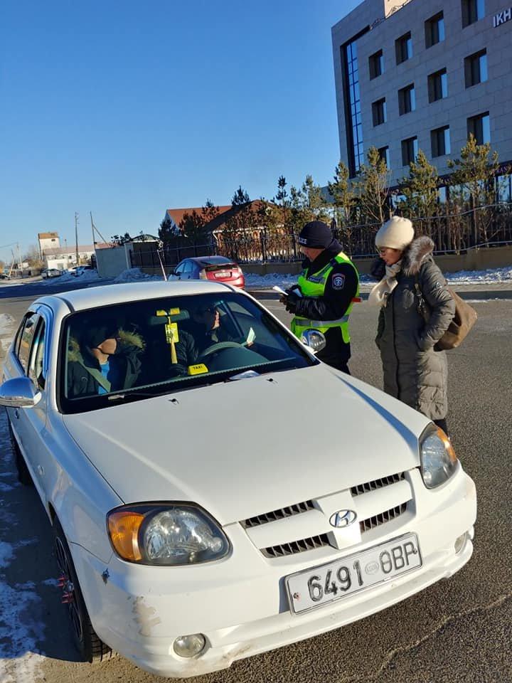 Хархорин сумын байцаагч нар тээврийн хэрэгсэлийн татвар төлөлтөнд шалгалт хийлээ.