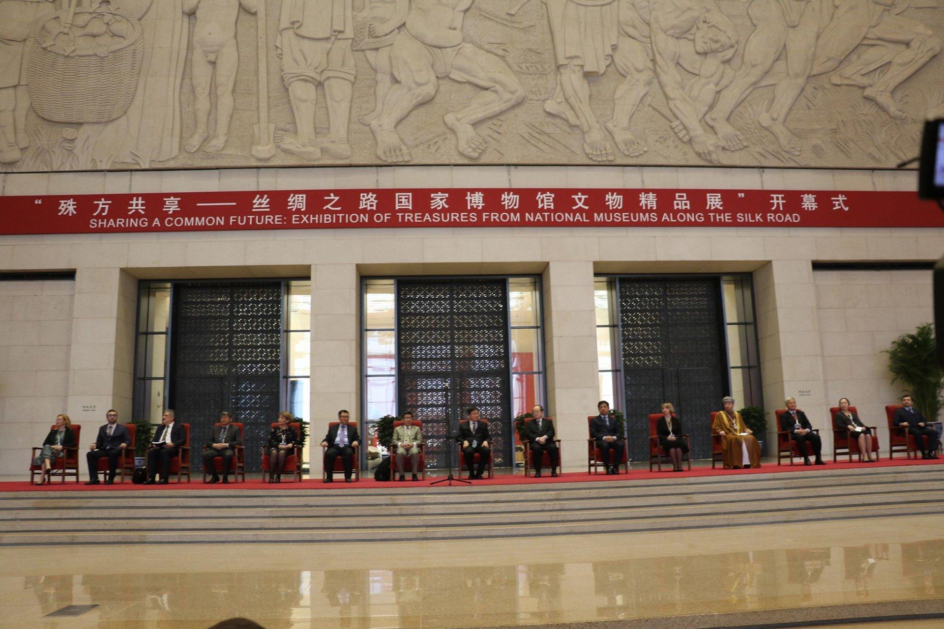 """БНХАУ-ын Үндэсний музейд зохион байгуулагдсан """"Торгоны зам дагуух Үндэсний музейдын эрдэнэс"""" үзэсгэлэн нээлтээ хийлээ."""