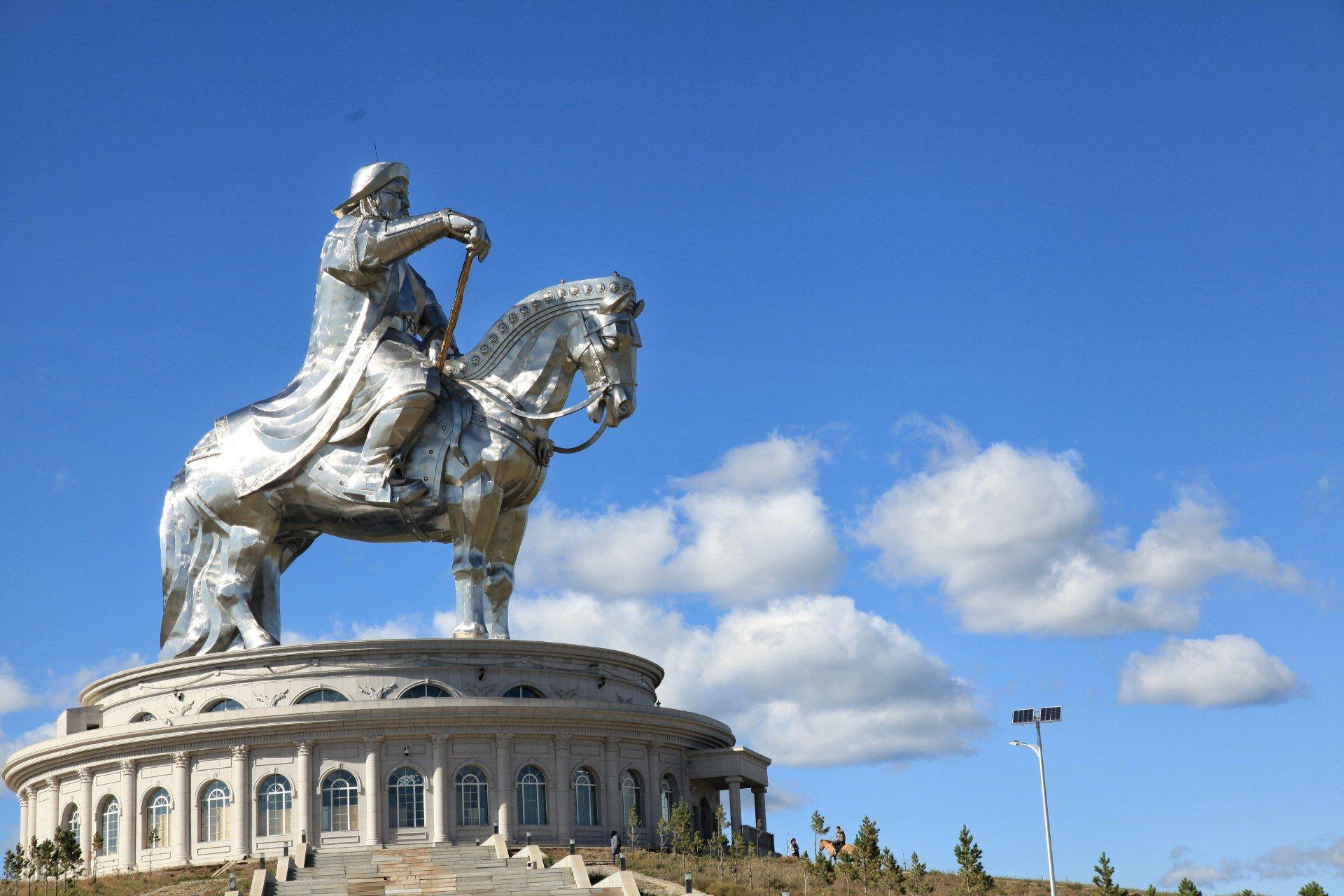 칭키스칸 동상