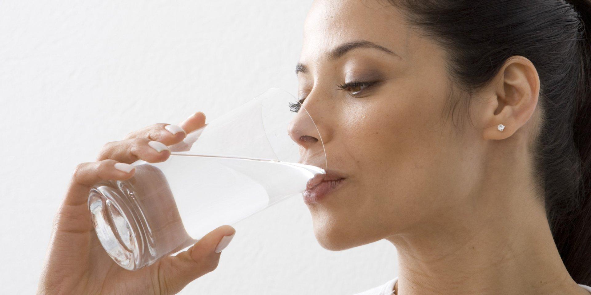 Тест: Арьс шингэний дутагдалд орсон эсэхийг шалгацгаая. Та хангалттай ус ууж байна уу?