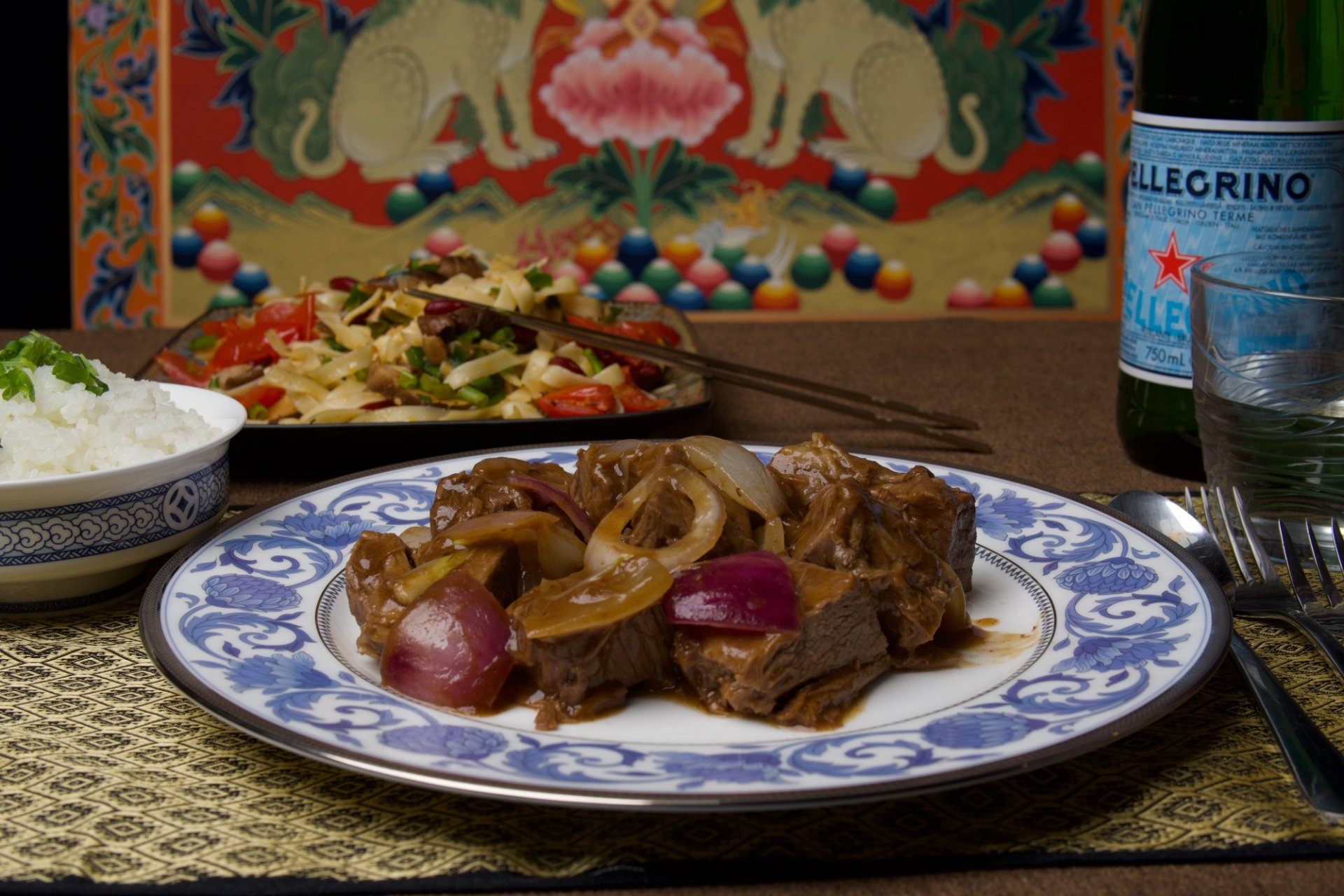 ASIAN STIR-FRIED BEEF WITH ONIONS