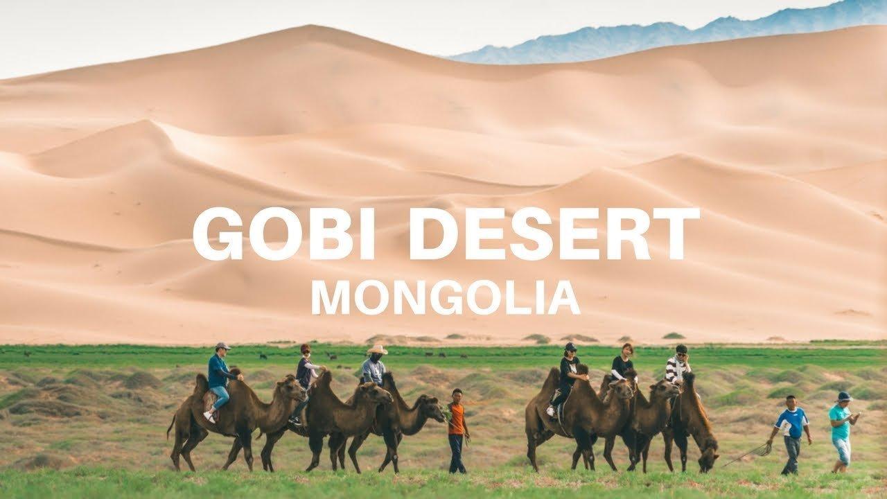 공룡의 고향인 고비사막의 아름다운 경치를 보고