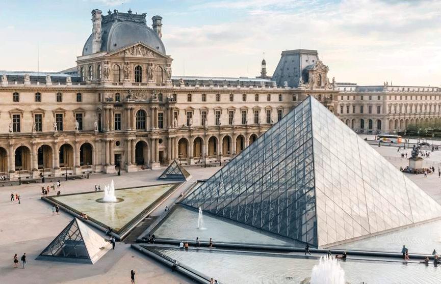 Өнөөдөр Луврын музей нээгдсэн өдөр