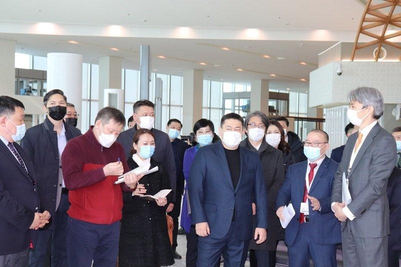"""Монгол улсын ерөнхий сайд хүндэт Л.Оюун-Эрдэнэ """"Чингис хаан"""" Олон улсын нисэх буудалд 3 дугаар сарын 6-нд хүрэлцэн ирж, шинэ нисэх буудлын  үйл ажиллагааг эхлүүлэхтэй холбоотой ажилтай танилцлаа."""