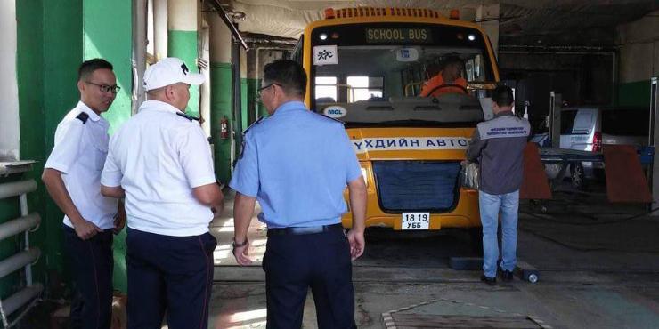 Хүүхэд тээвэрлэх автобусуудыг шалгаж байна