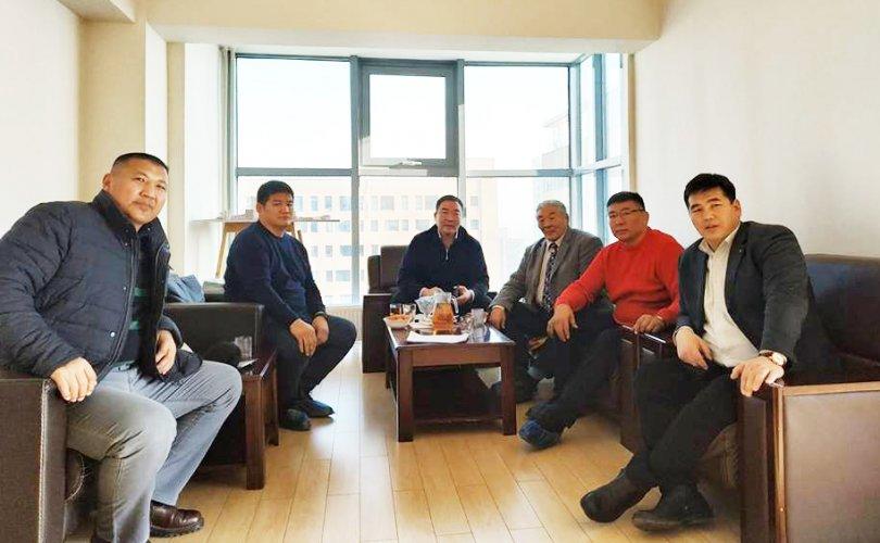 Монголын үндэсний бөхийн холбооныхон эв зүйгээ олж Бөхийн өргөөг нээхээр болжээ