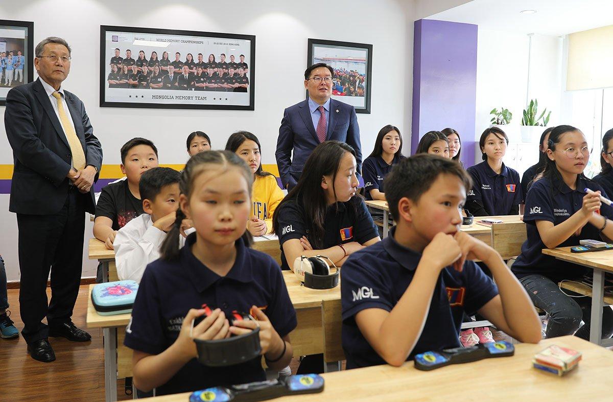УИХ-ын дарга Монголын Оюун Ухааны Академийн сурагчидтай уулзав
