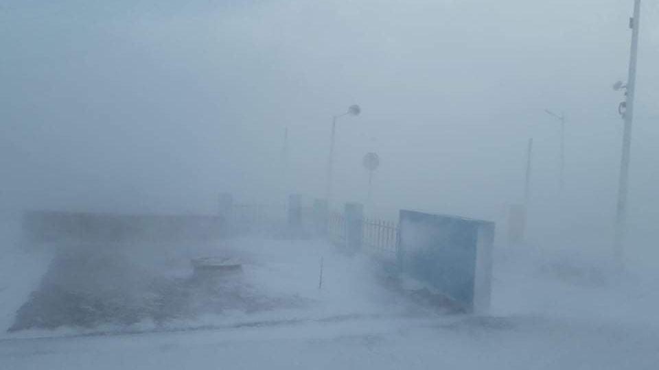 Улаанбаатар хотод үүлэрхэг, нойтон цас орж, цасан шуурга шуурна