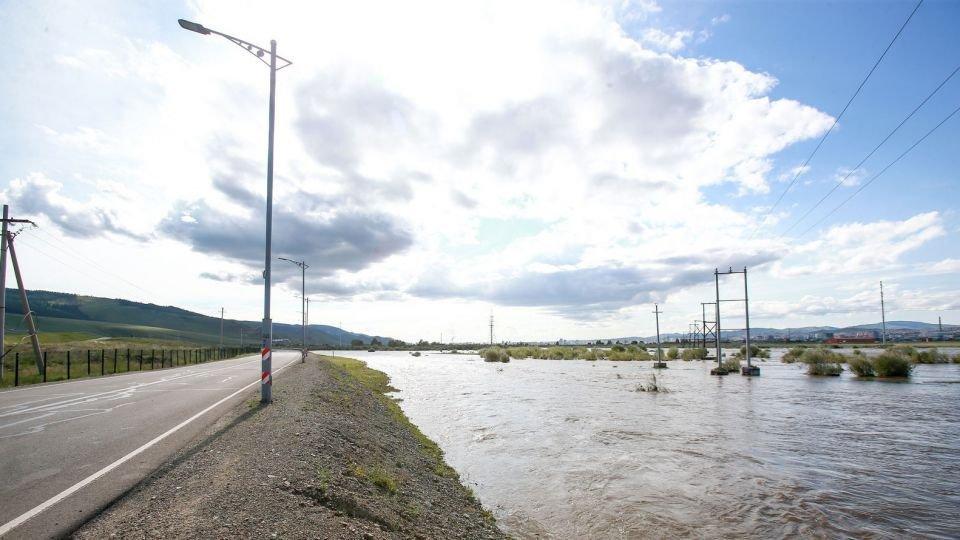 ЦУОШГ: Нутгийн зүүн хагаст бороо орох тул болзошгүй үер ус, нөөлөг салхи, аянга цахилгааны аюулаас сэрэмжтэй байхыг анхаарууллаа