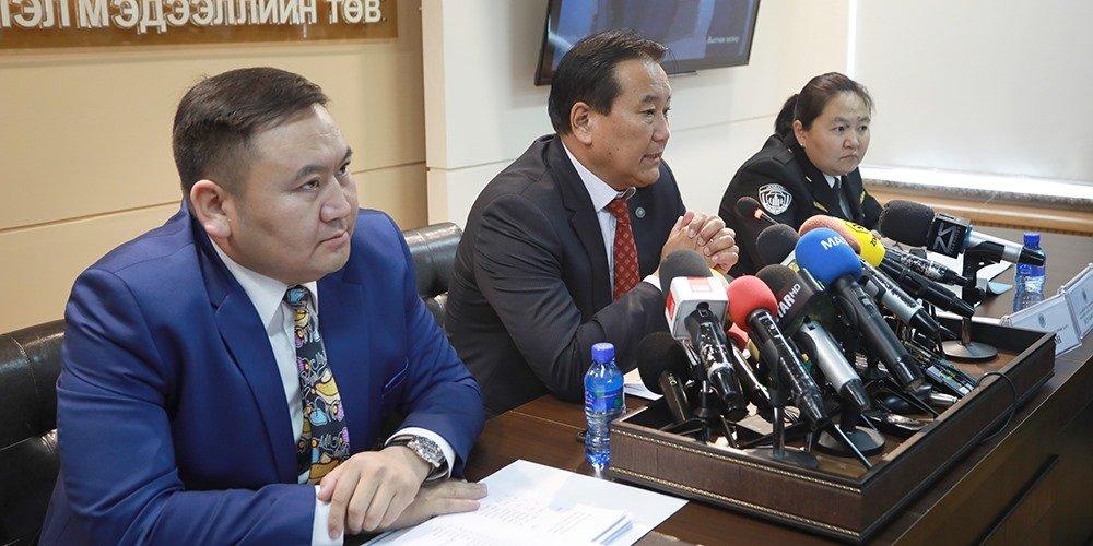 Монгол Улсад 9929 иргэн хөдөлмөр нийгмийн чиглэлээр оршин суудаг бөгөөд үүний 82 хувийг хятад иргэд эзэлдэг