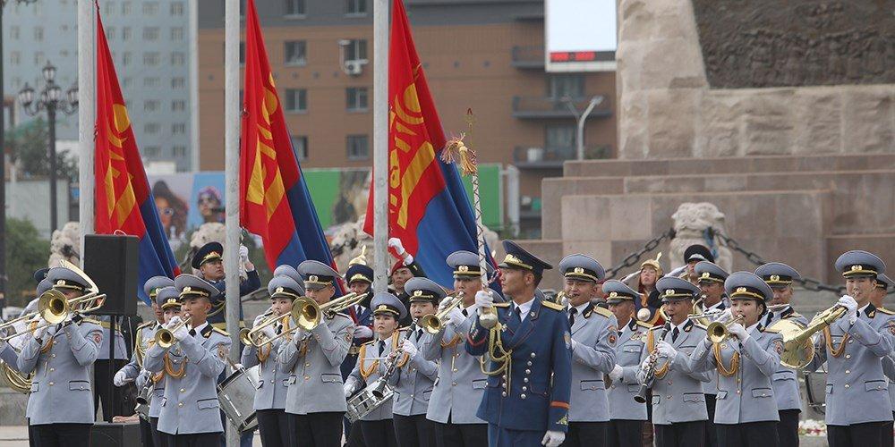 Төрийн далбааны өдөрт зориулсан цэргийн ёслолын жагсаал 10 дахь жилдээ боллоо