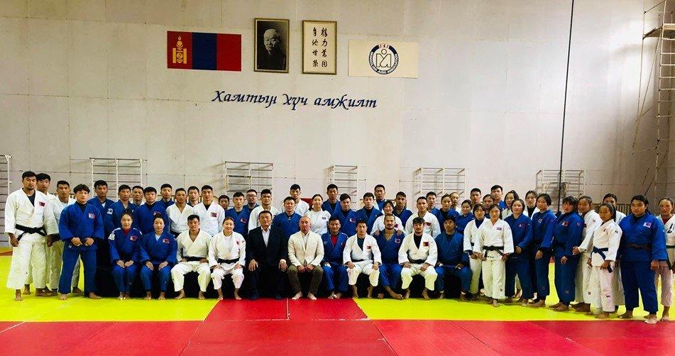 Монгол Улсын гавьяат дасгалжуулагч, гавьяат тамирчин Х.Болдбаатар үүрэгт ажлаа хүлээж  авлаа