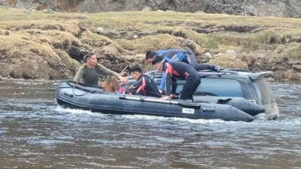 Усны ослоос хоёр иргэний амь насыг аварлаа