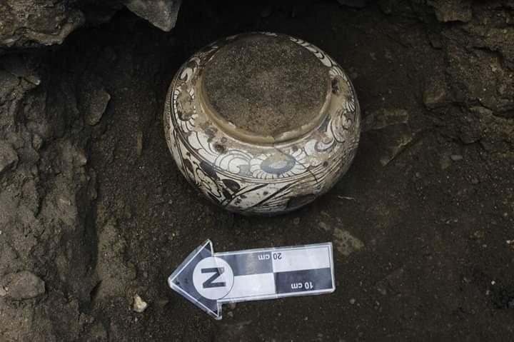 Археологчид 700-800 жилийн тэртээ мөнх цэвдэгт хадгалагдсан ваартай өрөм, шар тос олжээ