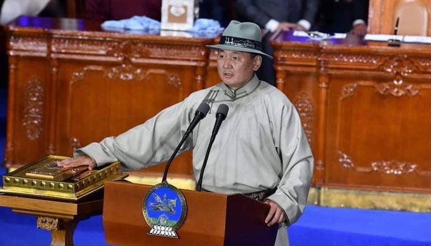 Монгол Улсын зургаа дахь Ерөнхийлөгч УХНААГИЙН ХҮРЭЛСҮХ тангараг өргөлөө