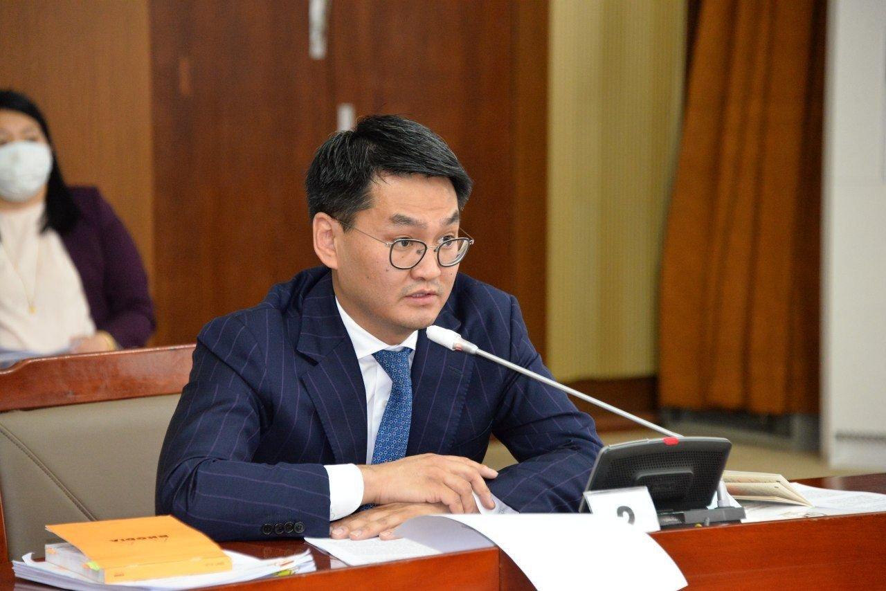 Ө.Шижир:  Намын Ерөнхий нарийн бичгийн дарга нь Монгол төрийн тэргүүнд анхааруулга өгч, зүй бус дарамт, шахалт үзүүлж байгааг төрийн дээр нам гарсны илрэл хэмээн үзэж байгаагаа илэрхийлье