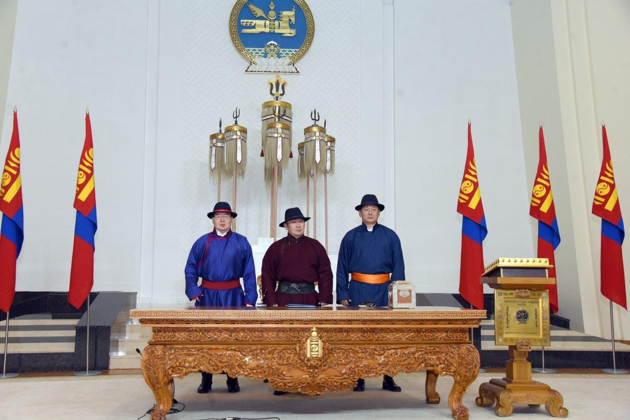 Монгол Улсын Үндсэн хуульд оруулсан нэмэлт, өөрчлөлтийн уг эхийг Монгол Улсын Ерөнхийлөгч Х.Баттулга ёсчлон баталгаажууллаа