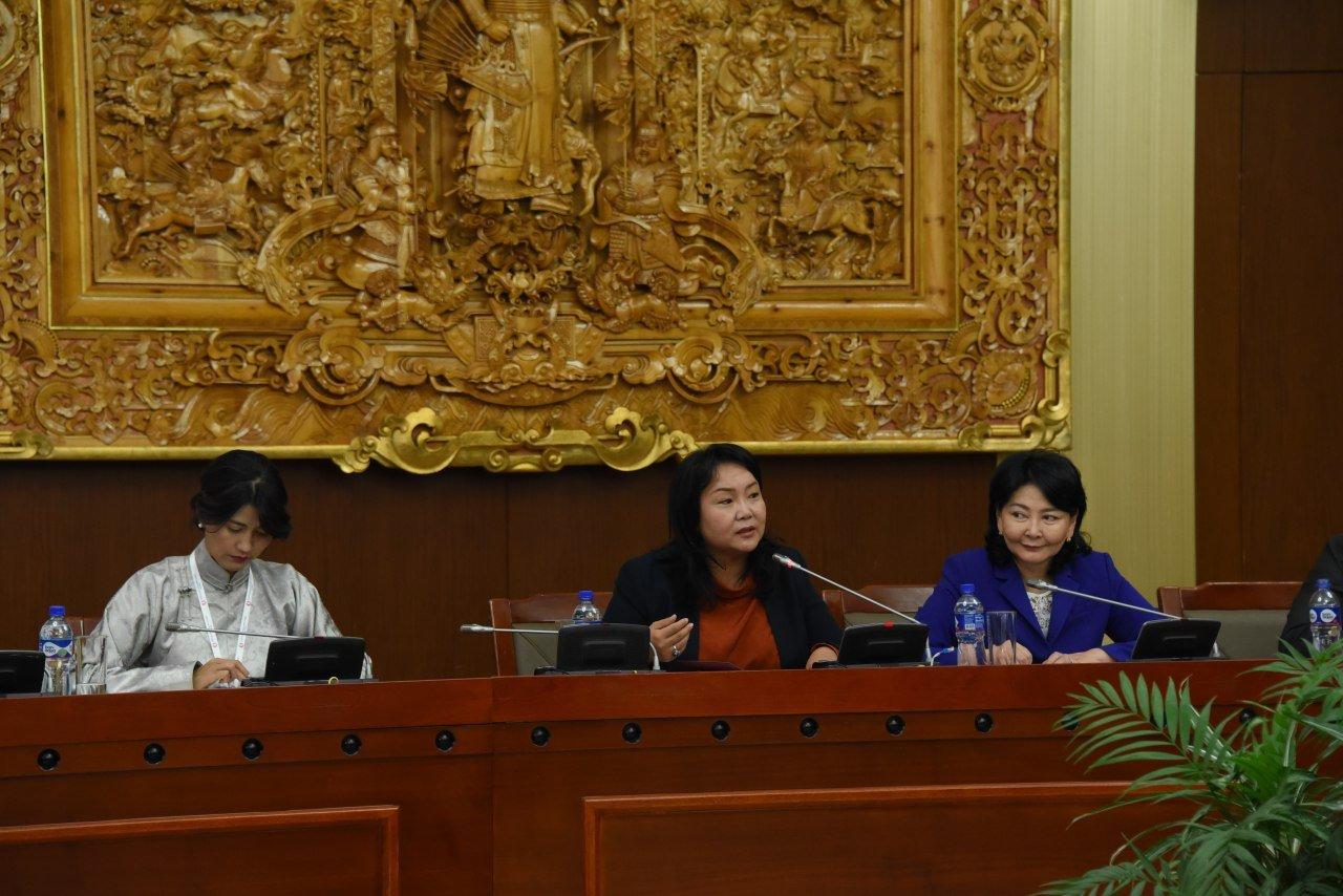 """УИХ-ын эмэгтэй гишүүд """"Илүү сайхан ирээдүйн төлөө"""" олон улсын эмэгтэйчүүдийн чуулганд оролцлоо"""