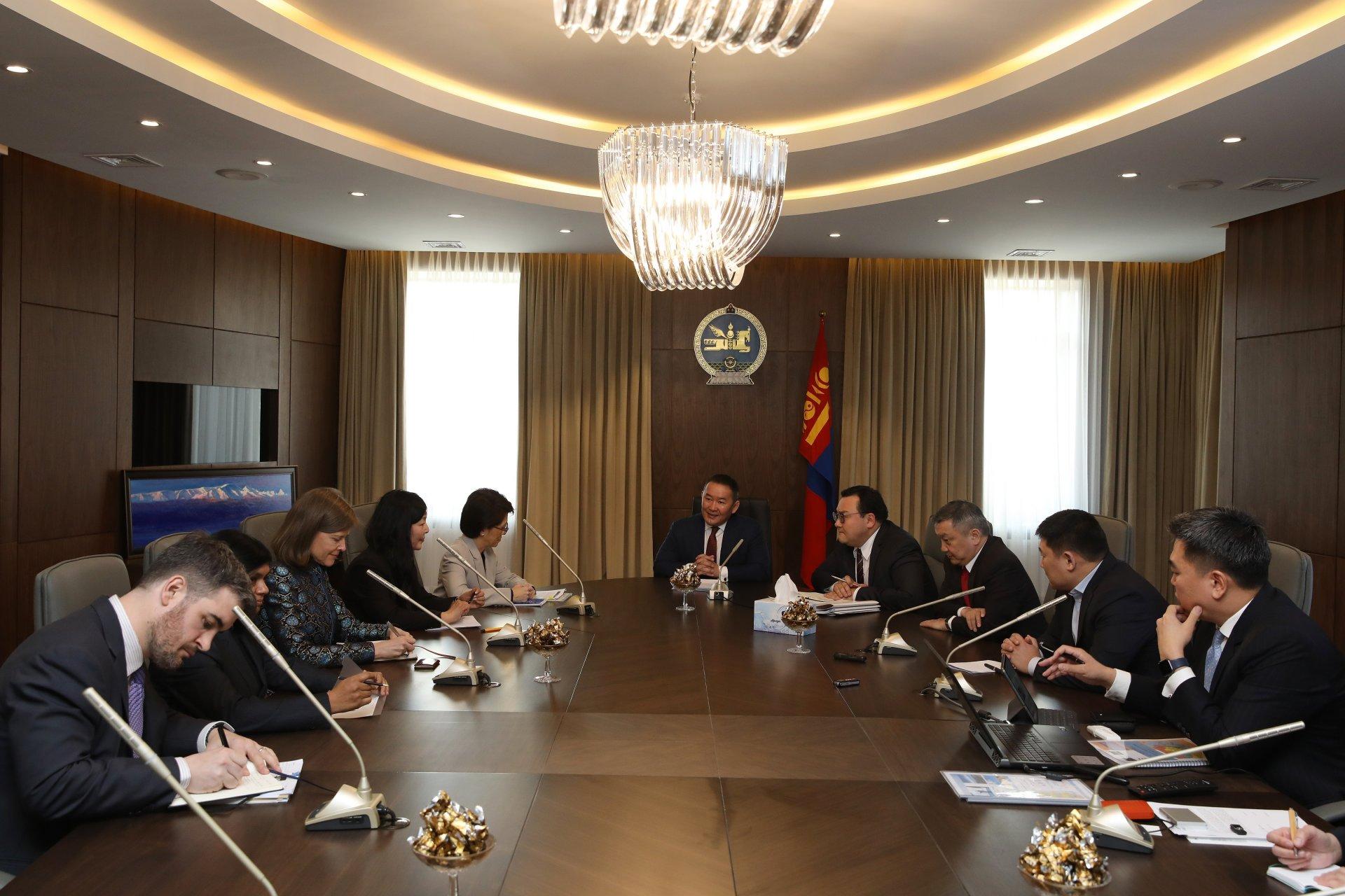 Монгол Улсын Ерөнхийлөгч Х.Баттулга Азийн хөгжлийн банкны төлөөлөгчдийг хүлээн авч уулзав