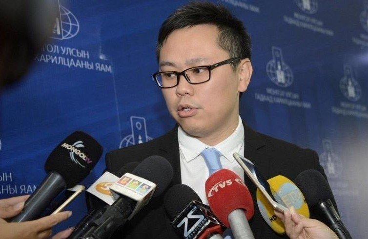 Л.Мөнхтүшиг: Манай нэг дипломат ажилтанг жолоочийн хамт саатуулсан. Энэ бол Монголын нэр хүндийг унагасан маш ноцтой хэрэг