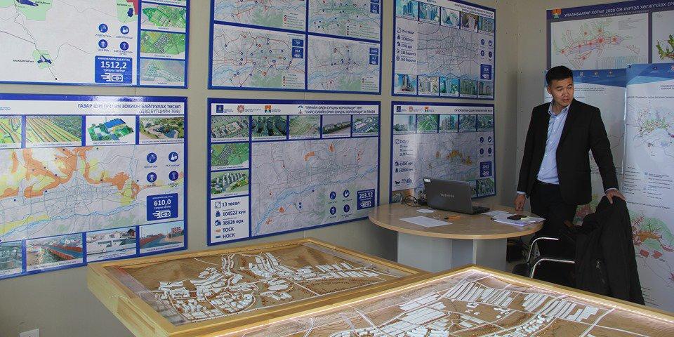 НИЙСЛЭЛ-380: Сүхбаатарын талбайд үзэсгэлэн зохион байгуулагдаж байна