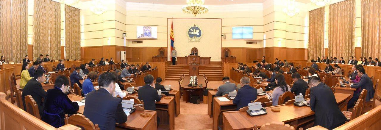 Улсын Их Хурлын ээлжит бус чуулган нээлтээ хийлээ
