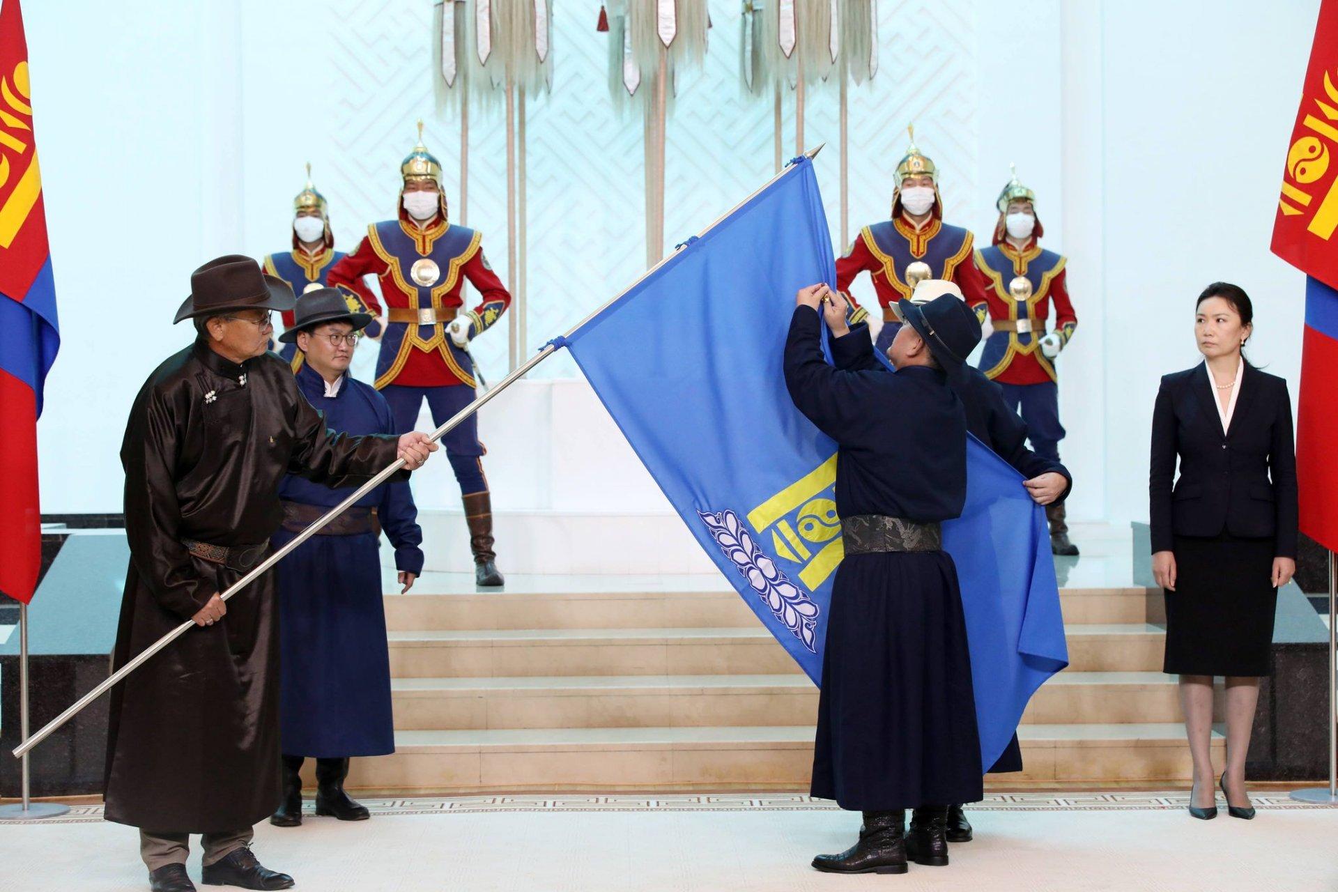 """МУ-ын Ерөнхийлөгч Х.Баттулга """"Монголын Ардчилсан холбоо"""" төрийн бус байгууллагыг Монгол Улсын Баатар цолоор шагналаа"""
