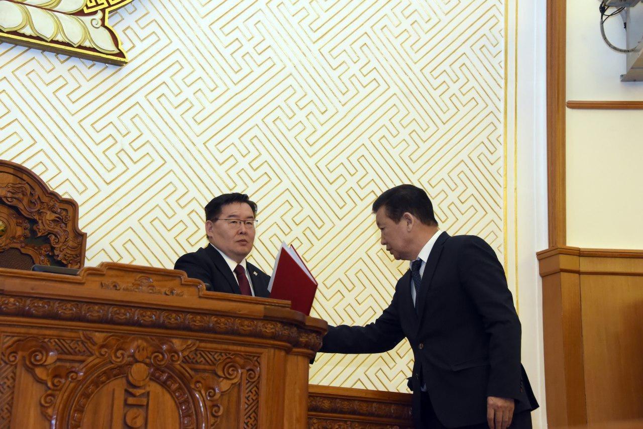 Монгол Улсын Үндсэн хуульд оруулах нэмэлт, өөрчлөлтийн төслийг өргөн барилаа