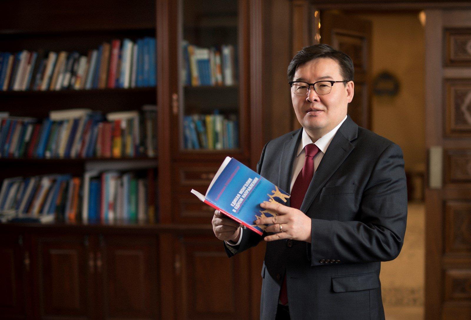 Улсын Их Хурлын дарга Г.Занданшатар Монголын багш нарт мэндчилгээ дэвшүүллээ