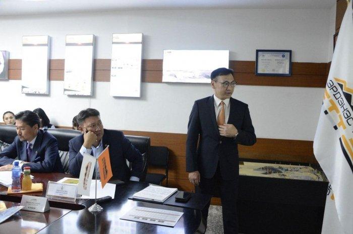 Б.Ганхуяг: Тавантолгой-Зүүнбаян төмөр замд 750 тэрбум төгрөгийн хөрөнгө оруулалт хийсэн