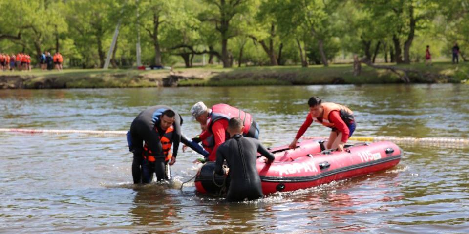 Завьт эргүүлийн бүрэлдэхүүн голд живж байсан найман иргэнийг аварлаа